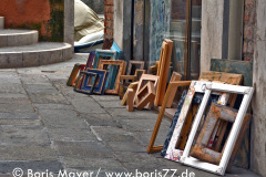 Bilderrahmen vor einem Kunstladen in Venedig
