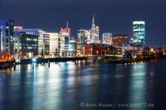 Die Skyline von Frankfurt bei Nacht