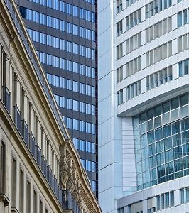 """Hochhausfassaden in Frankfurt am Main, aus der Foto-Serie """"Raumverdichtungen"""""""